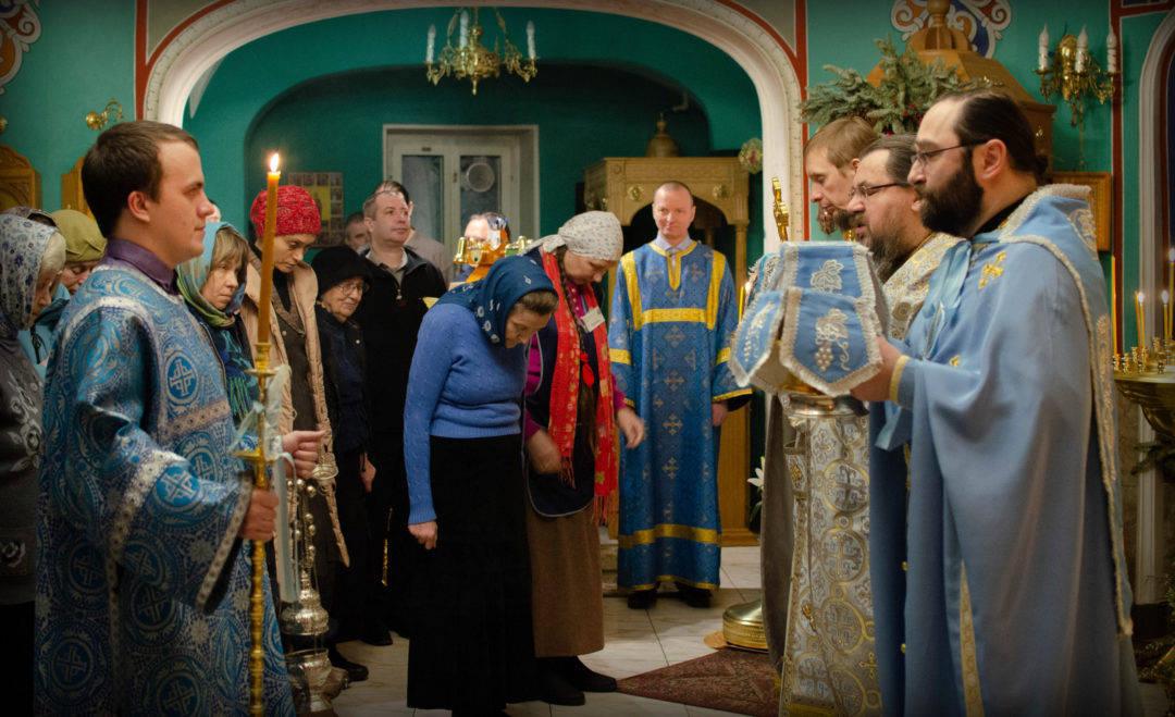 Праздник Сретения Господня молитвенно отметили на петербургском подворье Коневской обители