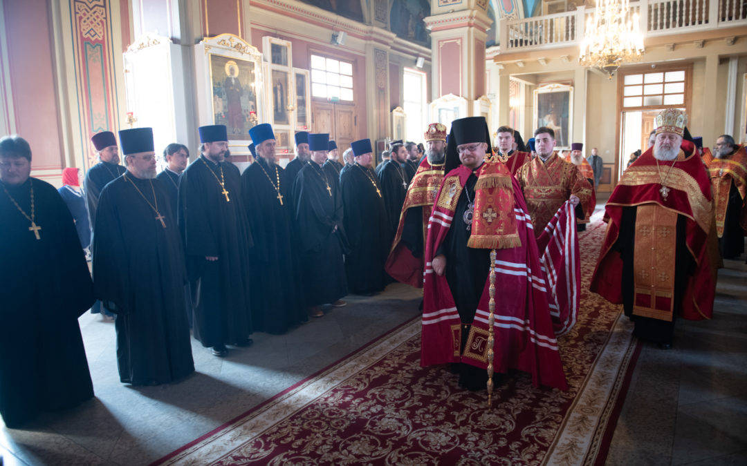 Наместник Коневского монастыря и настоятель петербургского подворья обители сослужили епископу Выборгскому и Приозерскому Игнатию за Пасхальной вечерней