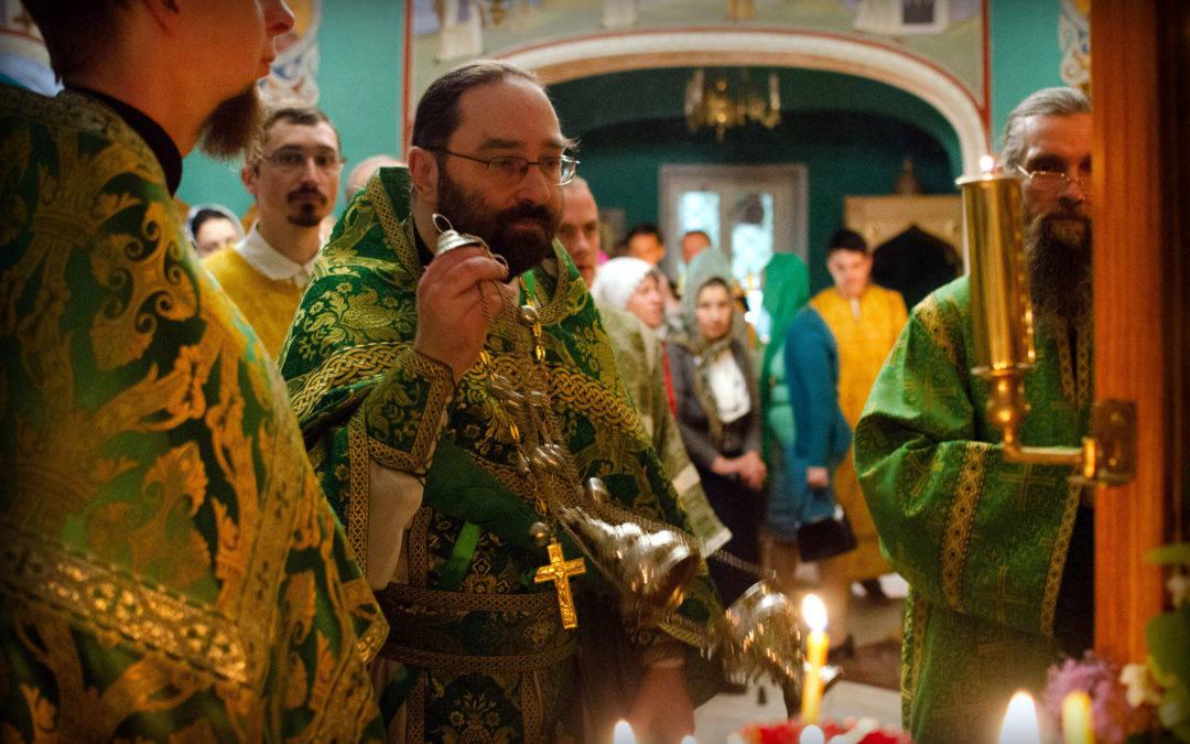 В День Святой Троицы, Пятидесятницу, 16 июня, на петербургском подворье Коневской обители совершены торжественные богослужения.
