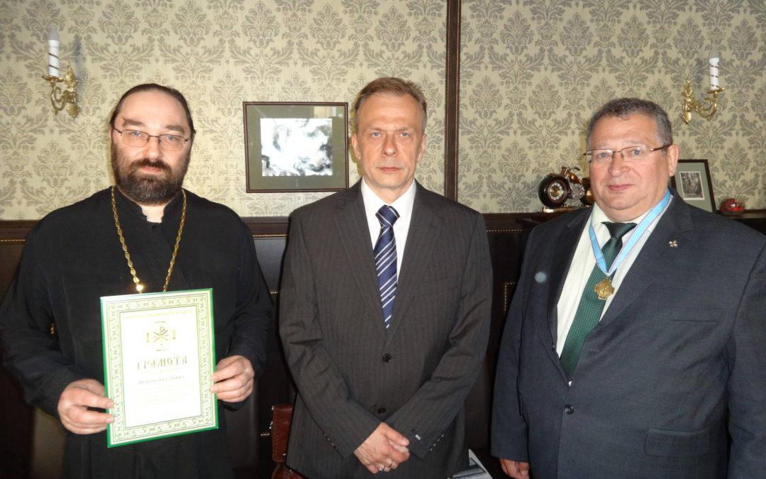 Настоятелю подворья иеромонаху Давиду вручена грамота ИППО