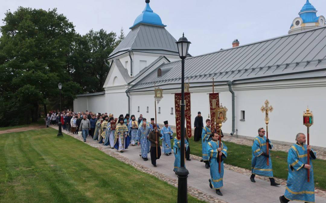 Настоятель петербургского подворья Коневского монастыря сослужил  наместнику обители за Литургией в день праздника Рождества Пресвятой Богородицы
