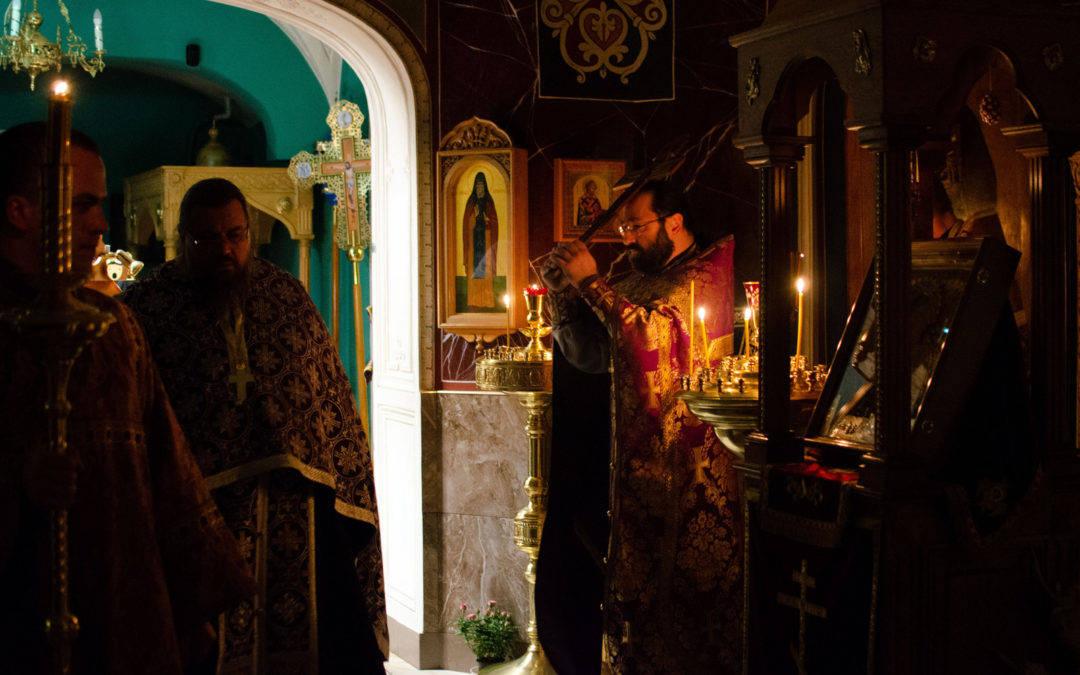 В праздник Крестовоздвижения на петербургском подворье Коневского Рождество-Богородичного монастыря совершены праздничные богослужения.