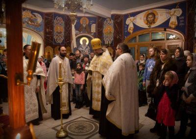 Наместник Коневского монастыря совершил Великую вечерню на петербургском подворье обители, поздравив юных прихожан подворья