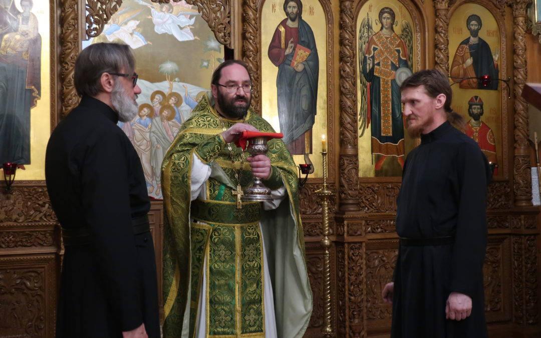 Настоятель петербургского подворья Коневского монастыря совершил ночную Литургию и сослужил Преосвященнейшему Игнатиюи наместнику обители в день памяти прп.Арсения