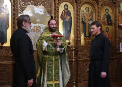 Настоятель петербургского подворья Коневского монастыря совершил ночную Литургию и сослужил Преосвященнейшему Игнатию и наместнику обители в день памяти прп.Арсения
