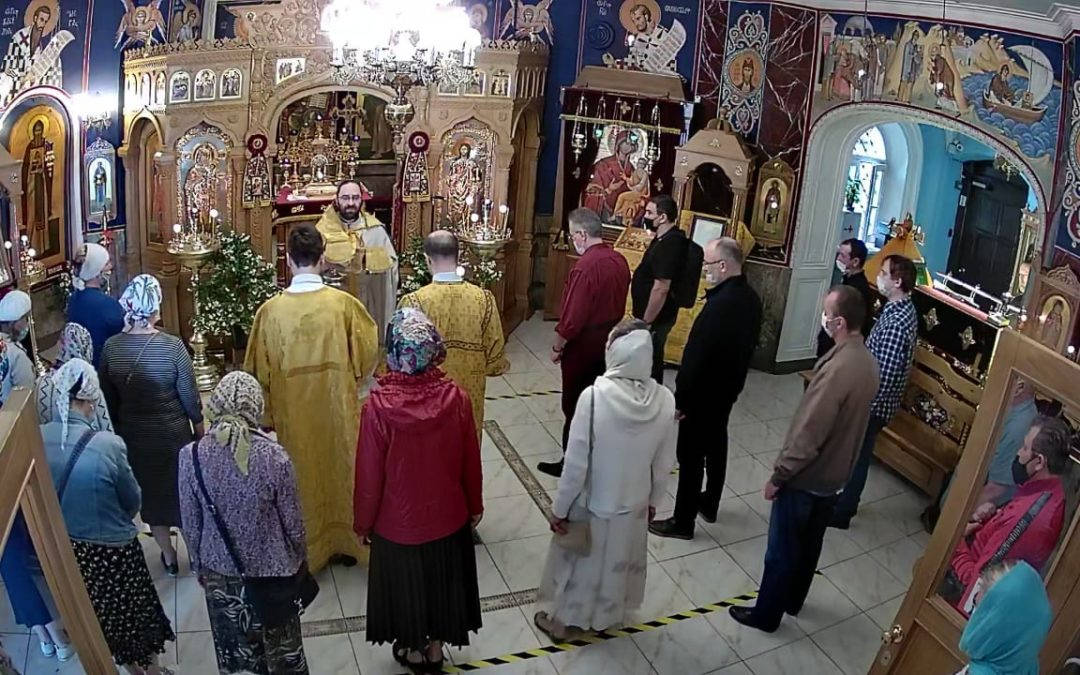 В Неделю Всех святых, в земле Российской просиявших, на петербургском подворье Коневского совершены праздничные богослужения