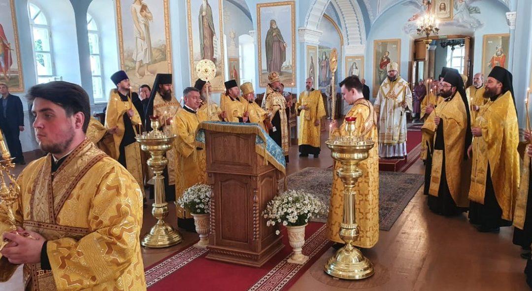 Настоятель петербургского подворья Коневского монастыря сослужил Преосвященнейшему Игнатию, Преосвященнейшему Мелетиюи наместнику монастыря в Коневской обители