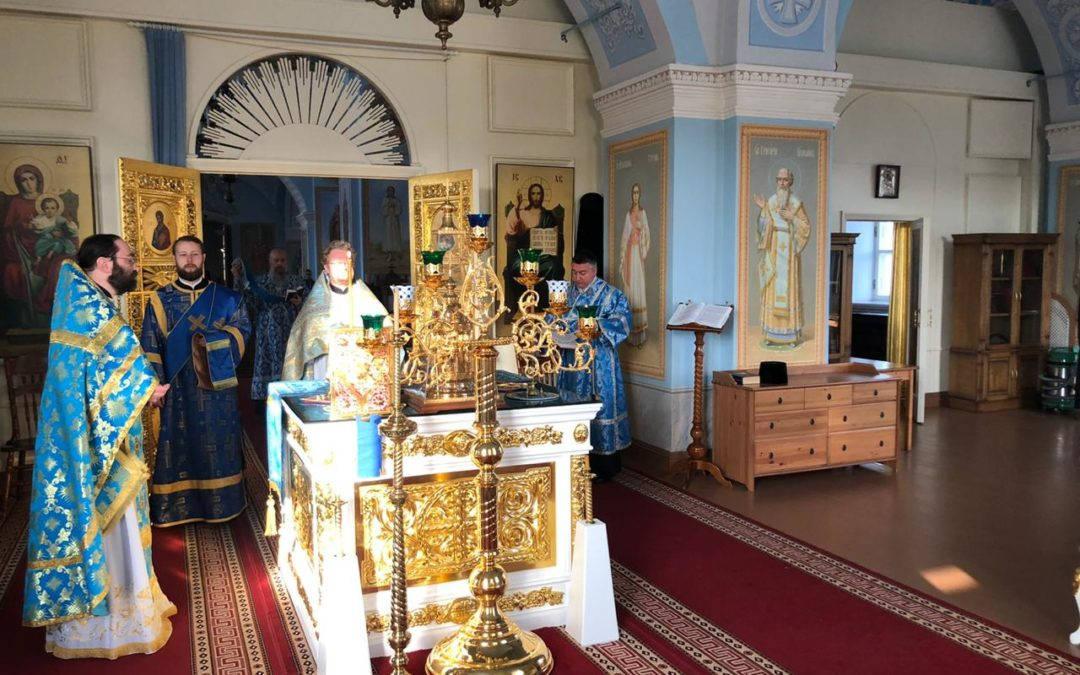 Настоятель петербургского подворья сослужил владыке Игнатию за Божественной литургией в Коневской обители