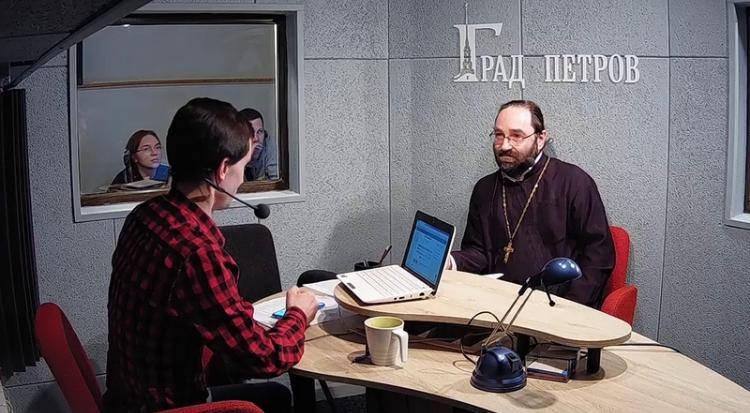 Настоятель петербургского подворья Коневского монастыря принял участие в программе «Смысл происходящего» на радио «Град Петров», прокомментировав дайджест новостей