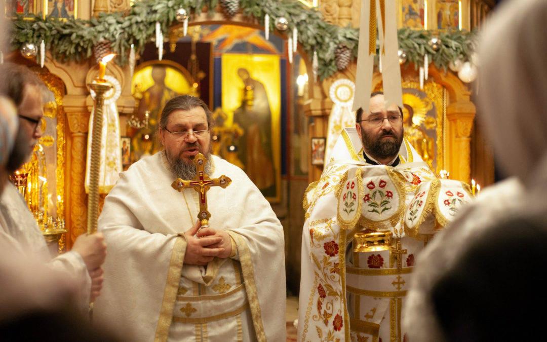 На петербургском подворье Коневского монастыря в Рождественскую ночь молились за праздничным богослужением