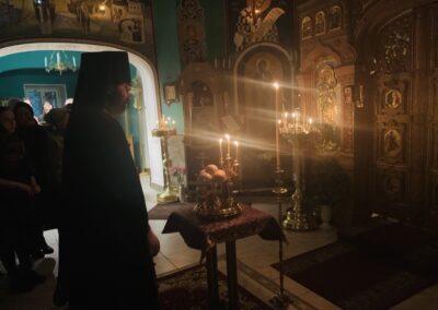 На петербургском подворье Коневской обители совершен чин изнесения Креста и иные уставные богослужения Недели Крестопоклонной