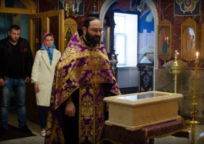 На петербургское подворье Коневской обители принесены мощи преподобного Алексия, человека Божия.