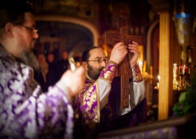 На петербургском подворье Коневской обители совершен чин изнесения Креста и Всенощное бдение Недели Крестопоклонной