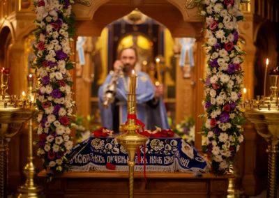 На петербургском подворье Коневской обители совершили изнесение Плащаницы с чином Погребения, Литургию и иные богослужения Успения Пресвятой Богородицы