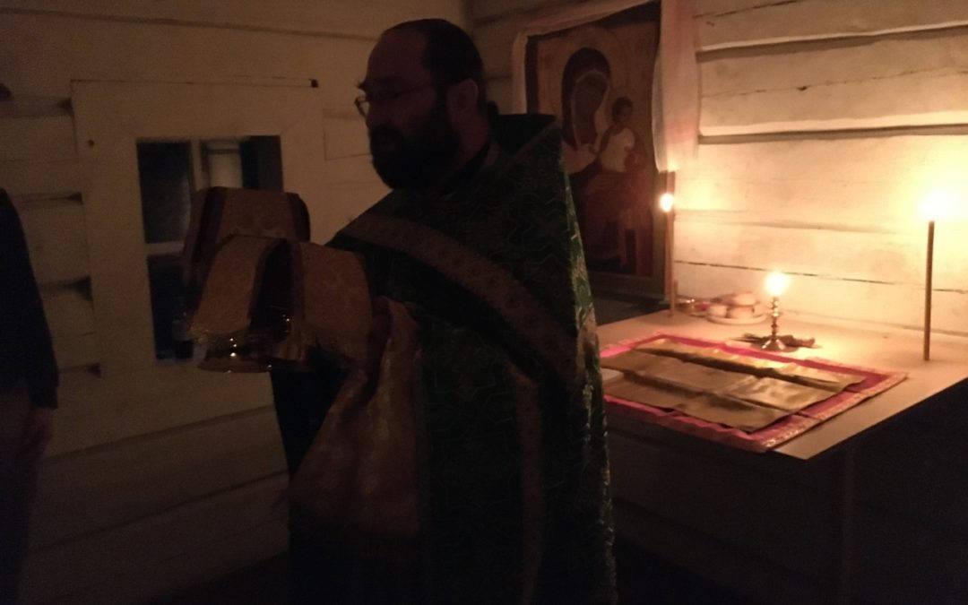 Настоятель петербургского Коневского подворья совершил Божественную литургию в часовне на Конь-камне в день памяти преподобного Арсения Коневского