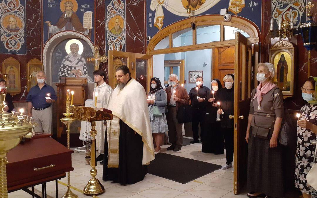 20 июля на петербургском подворье Коневского монастыря совершено отпевание Ларисы Леонидовны Синельниковой, одной из старейших прихожанок подворья.